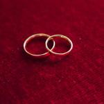 Alliances échangées lors du sacrement du mariage.