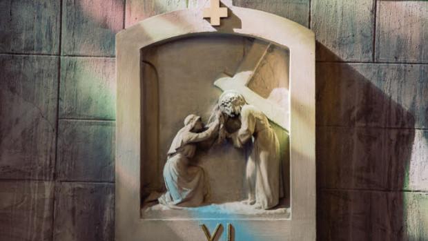 29 juillet 2019 : Chemin de croix dans l'église Notre-Dame du Raincy (Notre-Dame-de-la-Consolation) a été construite en 1922-1923 par les architectes français Auguste et Gustave PERRET.