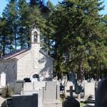 Un cimetière à la campagne.