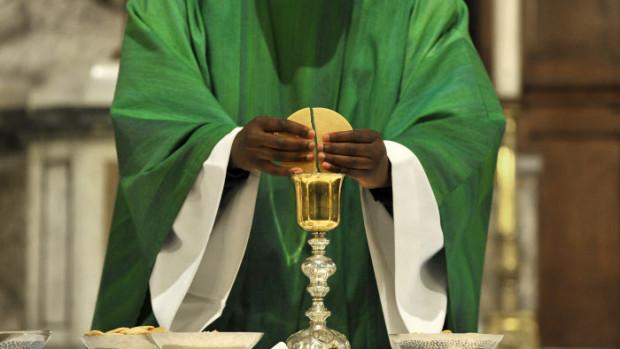 17 Novembre 2013 : Messe dominicale, présidée par P. Jacques BADJI, dans l'égl. Saint Jean Baptiste de Sceaux (92) France.