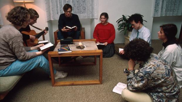 Rencontre de jeunes autour de la Parole de Dieu.