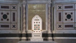 Chaire Papale du Vème siècle et colonnes en Cosmati en la basilique Saint Jean du Latran (Rome)