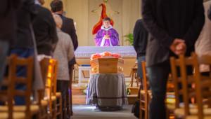 Septembre 2015 : Messe de funérailles, France.  September 2015: Funeral mass, France.