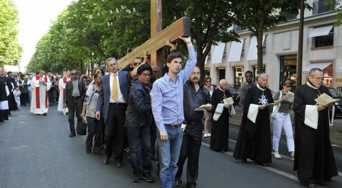 Croix portée en procession