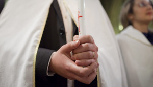 07 avril 2012 : Mains d'un Néophyte, veillée Pascale à la paroisse de Saint Nicolas des Champs, Paris (75), France.