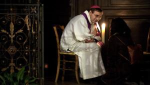 07 mars 2009 : Jérôme BEAU, évêque auxiliaire de Paris, lors de la veillée de réconciliation, égl. Saint-Eustache, Paris (75), France