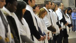 27 Novembre 2011 : Célébration de confirmation des adultes du diocèse de Paris, égl. Saint Roch, Paris (75), France.  November 27th, 2011 : Diocesan celebration of the Sacrament of confirmation for adults. Saint-Roch ch. Paris (75) France.