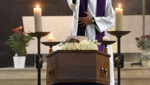 6 Octobre 2015 : Messe de funérailles célébrée par P. Thomas de BOISGELIN. Egl. Notre-Dame des Vertus. Aspersion. Aubervilliers (93), France.  October 6th, 2015: Funeral mass. Notre-Dame des Vertus ch. Aubervilliers, France.
