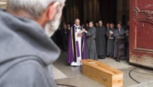 3 septembre 2006 : Funérailles du Père Marie-Dominique Philippe, o.p., fondateur de la Congrégation Saint Jean. Accueil du corps à la Primatiale Saint Jean, par le père Michel Cacaud, recteur de la Primatiale. Lyon (Rhône), France.