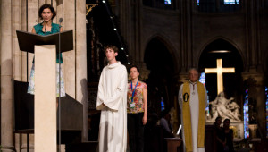 14 août 2009: Intentions de prières lors des Vêpres solennelles, Notre Dame de Paris (75), France. August 14, 2009: vesper prayer at Notre Dame de Paris cath., Paris (75), France.