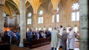 15 août 2010 : Prière universelle lors de la messe du 15 août, Abbaye d'Ourscamp (60), France. August 15, 2010 : mass celebrated at Ourscamp abbey, France.
