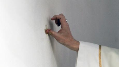 Dédicace de l'église Notre-Dame-du-Rosaire par Mgr Delannoy, Les Lilas (93), France, 30 janvier 2011.