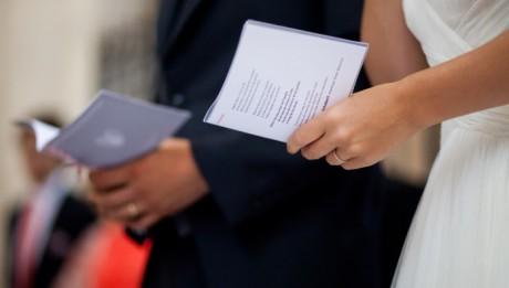 Juillet 2012 : Mariés lors de leur messe de mariage, France.   July 2012 : catholic wedding in France.