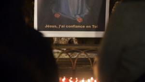 7 mai 2015 : Tous les jeudis, environ 1000 personnes se rassemblent pour la prière des malades à St-Nicolas-des-Champs. Paris (75), France.