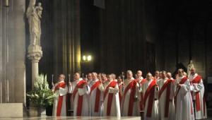 8 octobre 2011 : Diacres assistant à l'ordination de sept nouveaux diacres permanents en la Cath. Notre-Dame, Paris (75), France.   October 8th, 2011 : Ordination of permanent deacons, Notre Dame Cath., Paris (75), France.