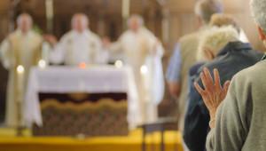 29 juillet 2014 : Messe pour les pèlerins à l'occasion du Pèlerinage pour la Paix organisé par Pax Chrisiti. Ardevon (50), France.
