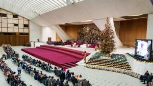 6 décembre 2017 : Le pape François conduit l'audience générale dans la salle  Paul VI, décorée pour de Noël. Vatican.  December 6, 2017: Pope Francis leads his wednesday general audience at the Paul VI Hal, Vatican.