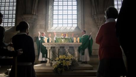 7 juillet 2013 : Prière eucharistique lors de la première messe de Fère Jean-Yves LEBEC, moine de la communauté Saint Jean, en la basilique de Vezelay (69), France.