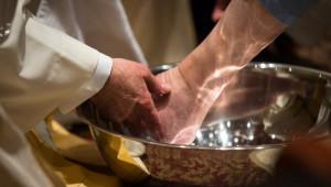 Rite du lavement des pieds, le Jeudi saint.